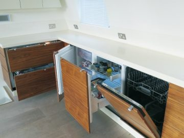 Dishwasher, pull out fridge & Freezer