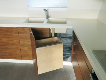 Recycling, large compartment + corner storage